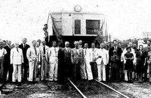 Em Rosário, dezembro de 1938: a nova automotiva da Leopoldina Railway, adquirida da Sentinel Cammell, no dia de sua inauguração.